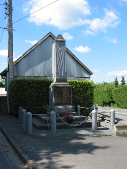 Wanquentin monument aux morts.jpg