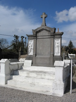 Wailly-Beaucamp monument aux morts.jpg